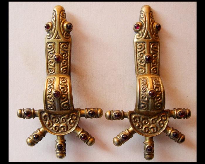Пальчатые фибулы VI век